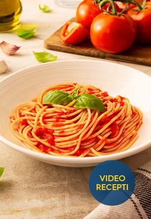 Brezglutenski Špageti s paradižnikovo omako in baziliko