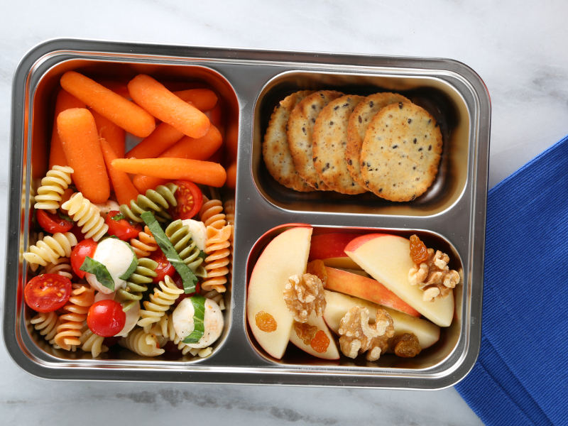 Fresh Lunchbox Recipe: Tri-Color Rotini Pasta Salad with Cherry Tomatoes, Lemon Juice, Mozzarella and Basil