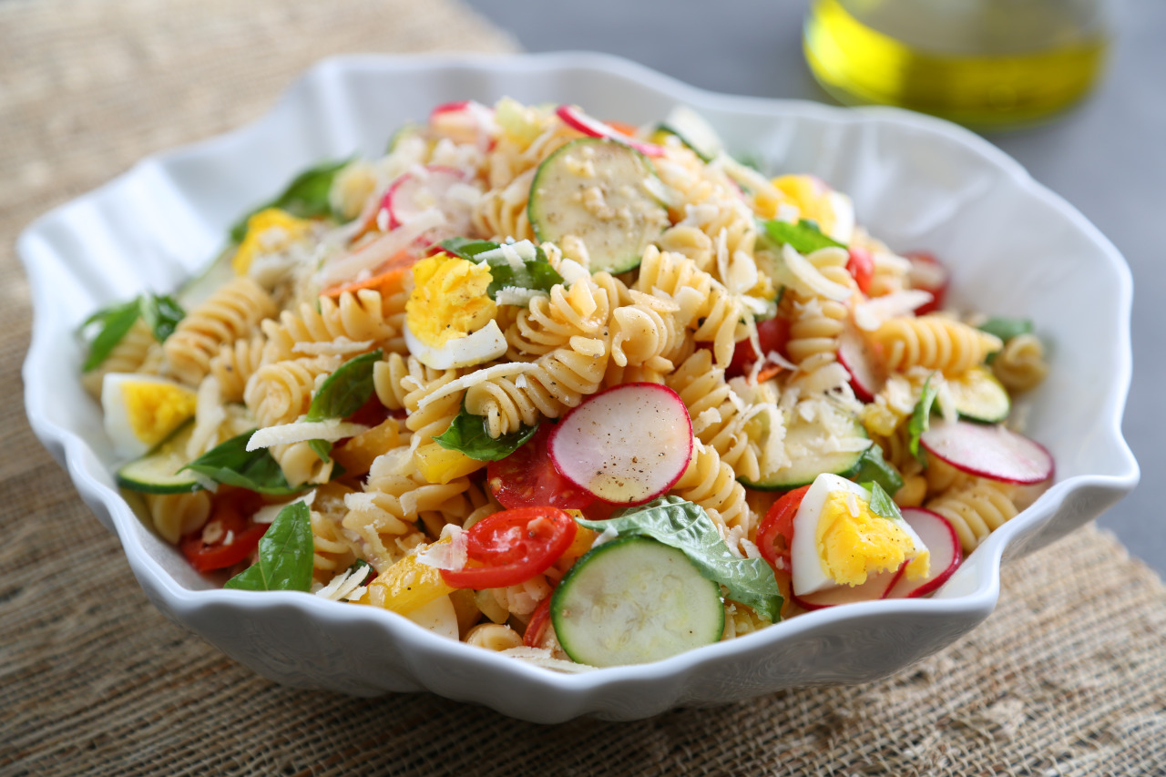 Rotini Pasta Salad with Raw Veggies and Egg