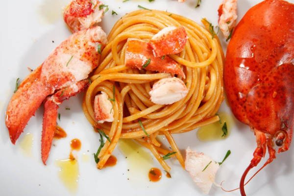 Thick Spaghetti with Steamed Lobster and Marsala Wine Sauce Recipe