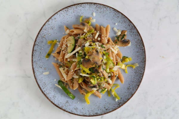 Whole Grain Penne Pasta Recipe with Leeks, Zucchini and Mushrooms