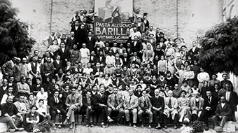 Group photo of vintage Barilla employees