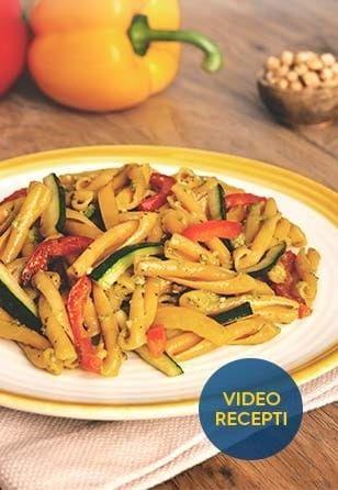 Casarecce iz čičerike s pestom in zelenjavo