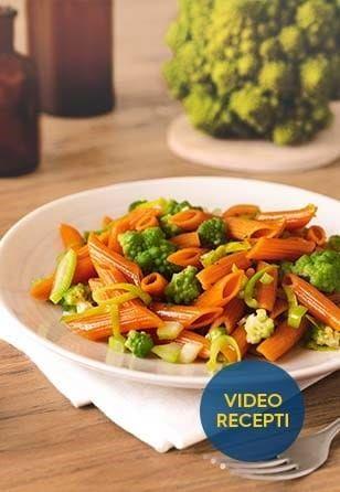 Peresniki iz rdeče leče z brokolijem, porom in peteršiljem