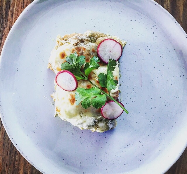 Lasagna de ¨Chicharrón en Salsa Verde¨ dish