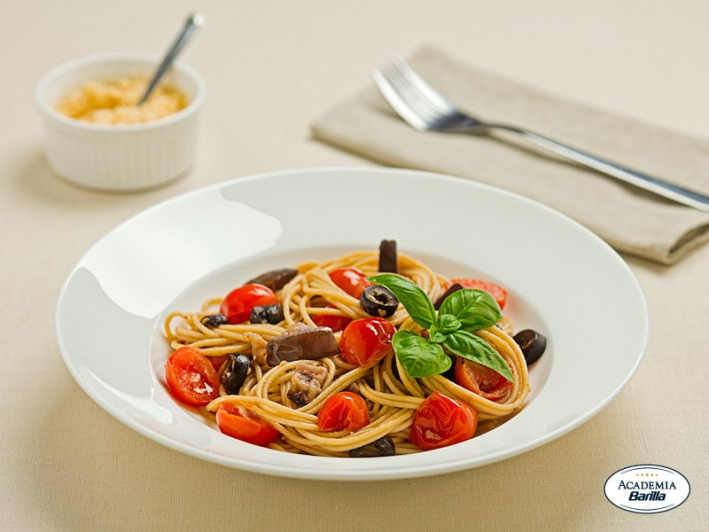 ProteinPLUS Spaghetti eggplant with cherry tomatoes and olives