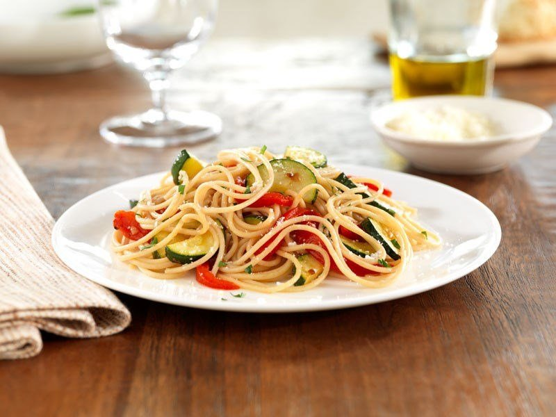 Barilla Whole Grain Spaghetti with roasted red peppers and zucchini recipe