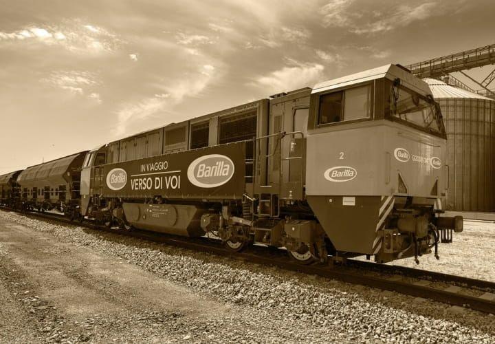 Поезд для перевозки зерна