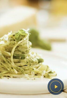 Ploščati špageti z genovskim pestom, krompirjem in stročjim fižolom
