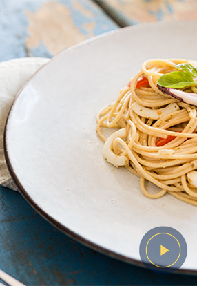 Integralni spageti s umakom Pesto Genovese lignjama i cherry rajcicama
